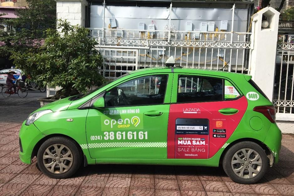 lazada quảng cáo trên taxi