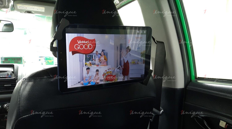 Vinmart quảng cáo trên xe taxi